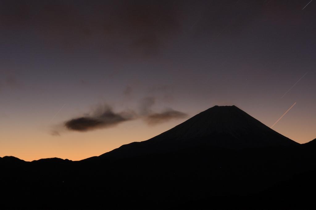 ダイヤモンド富士の夜明け