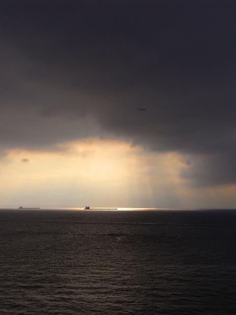 雲からの夕陽