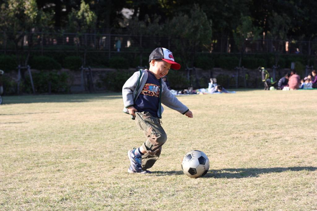 サッカーに夢中四歳児