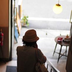 NIKON NIKON D300Sで撮影した人物(雑貨屋巡り)の写真(画像)