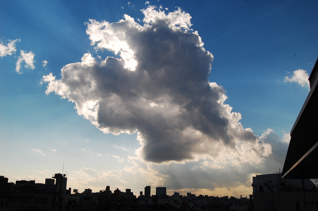雲間より射す光
