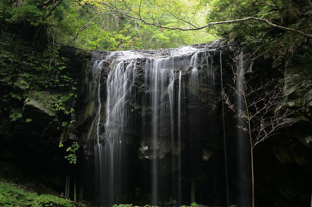 岡山県鏡野町 岩井の滝