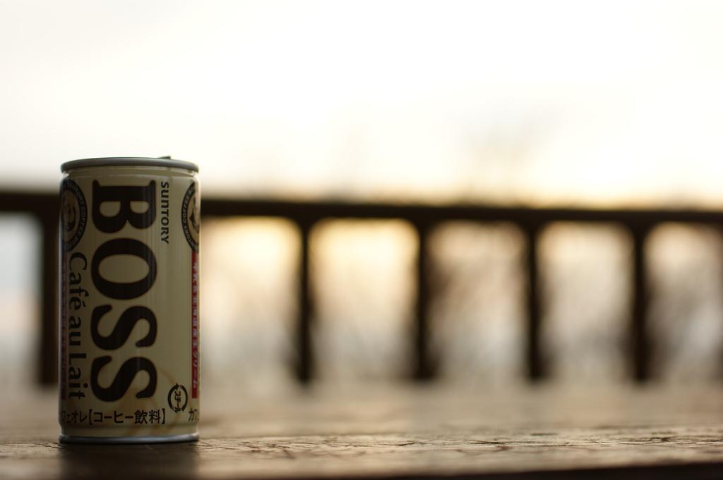 空き缶はクズカゴに。。。