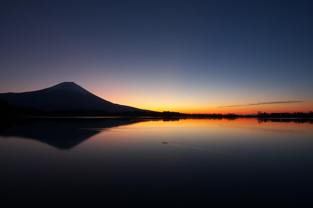 日の出前の富士山!