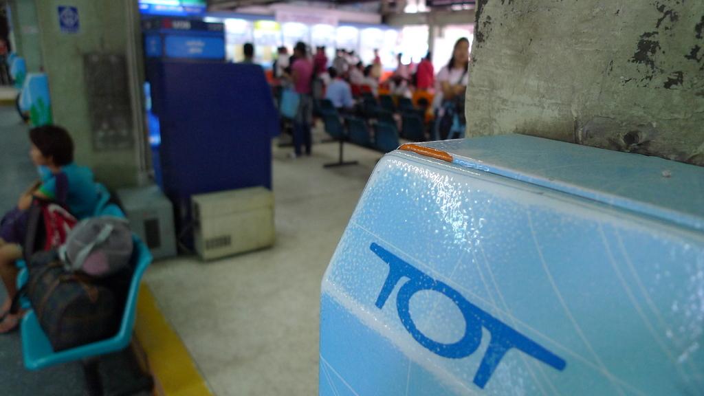 バスターミナルの電話機