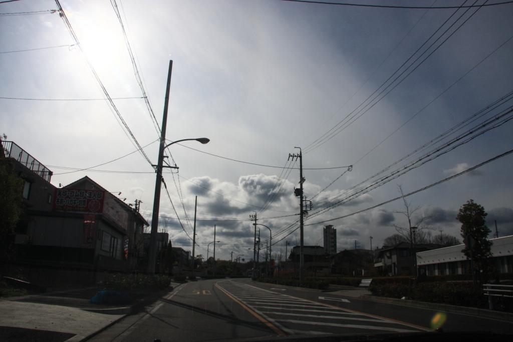白い空に白い雲