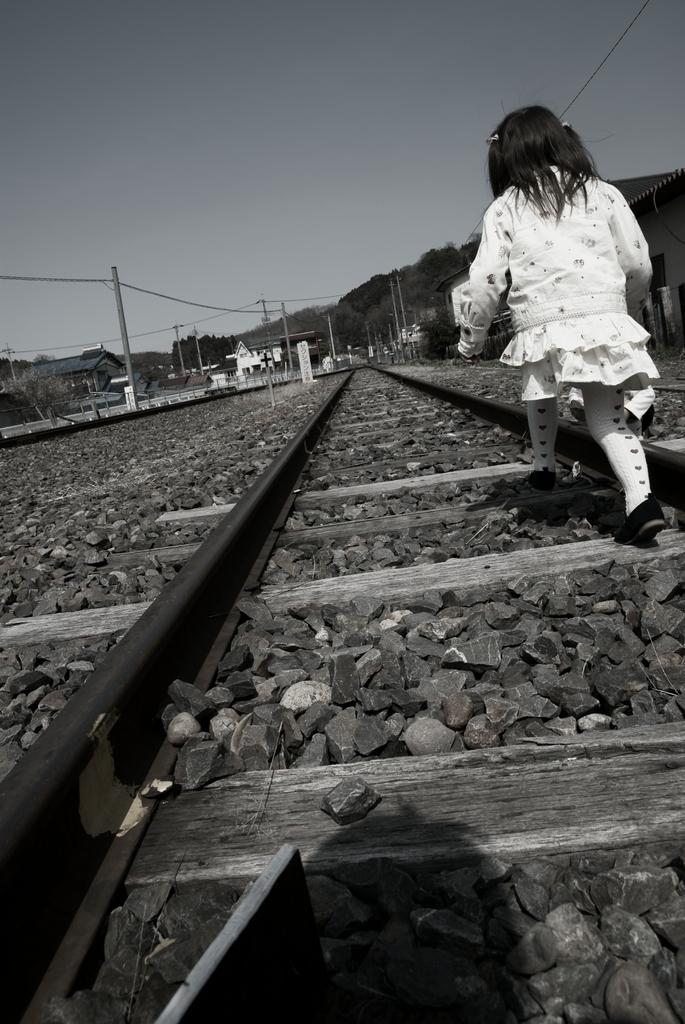 線路と少女