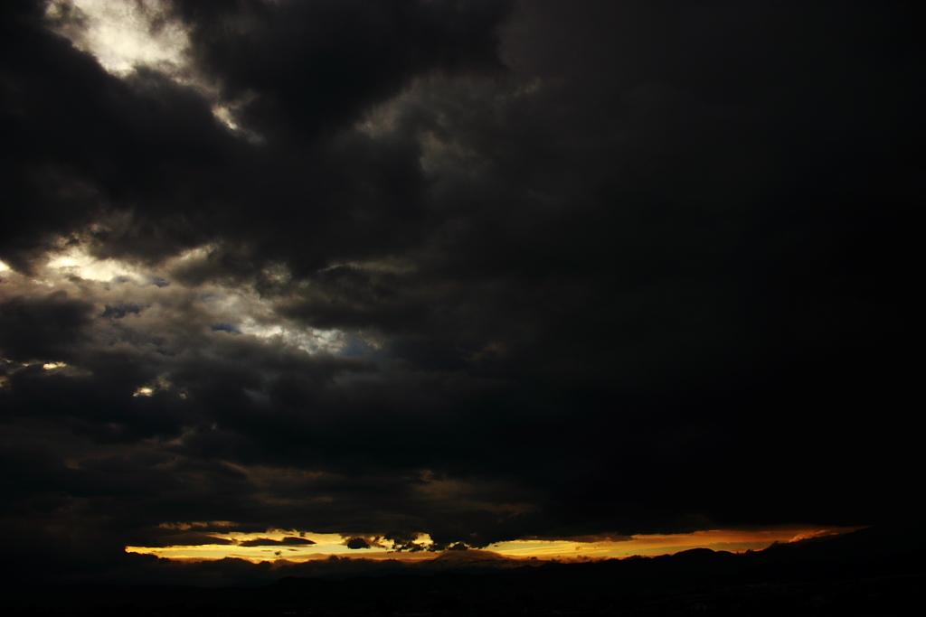 闇の世界を引き裂く霊峰のパワー