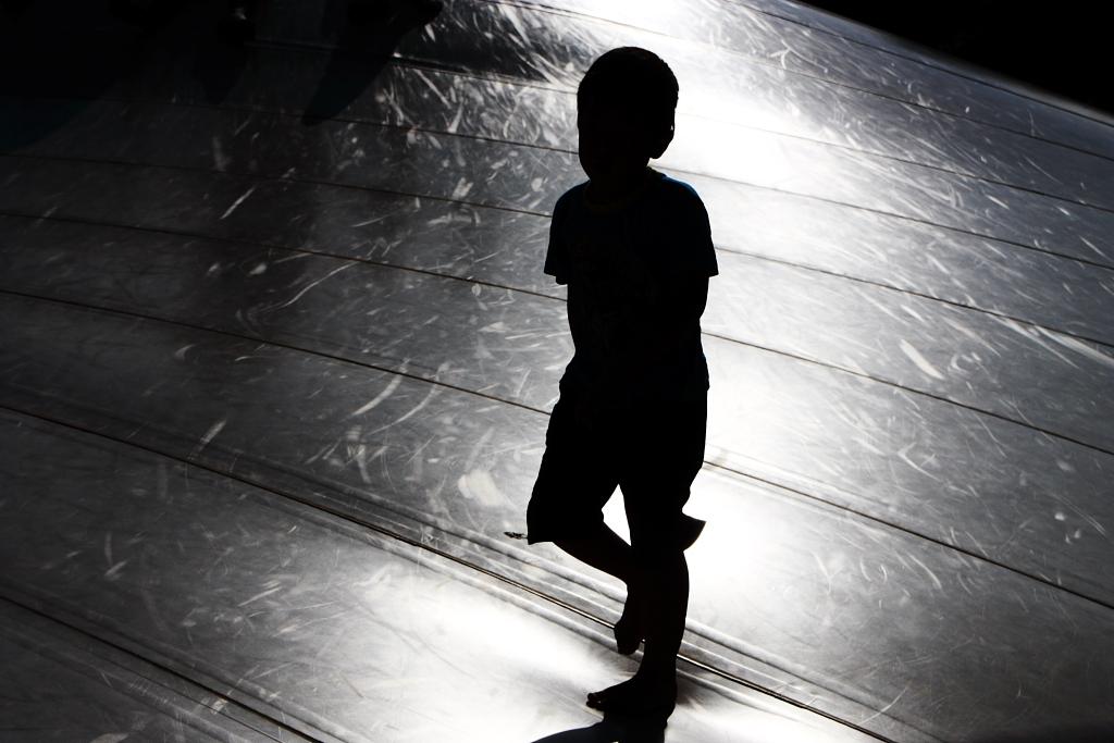 光の中の息子