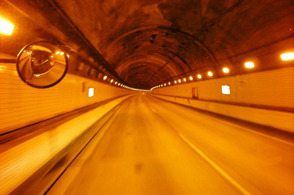 トンネルの天井