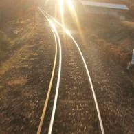 OLYMPUS E-420で撮影した風景(光る線路)の写真(画像)