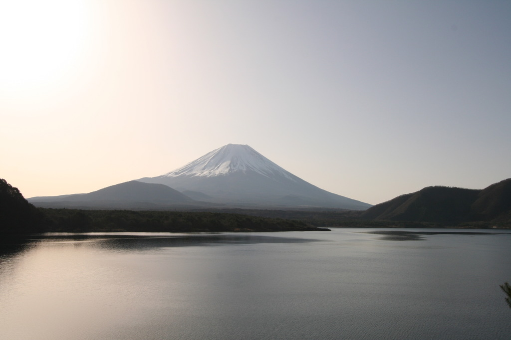 本栖湖と富士山1
