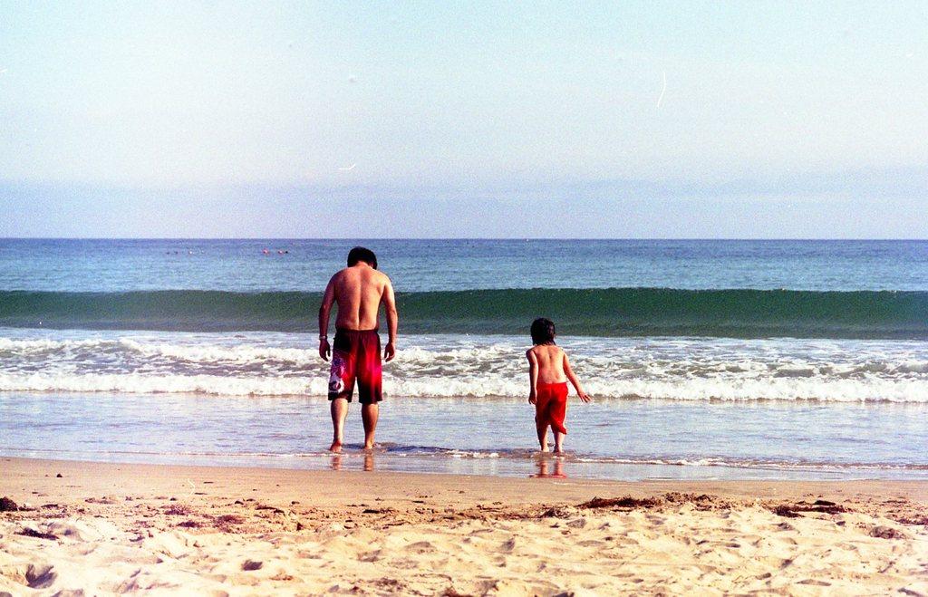ある親子がある海辺で