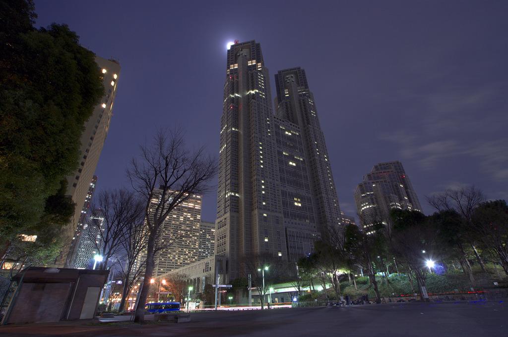 月明かりの西新宿