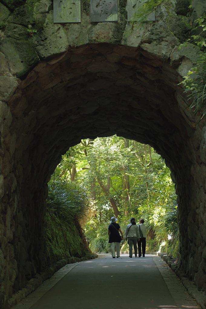 トンネルの向側は?