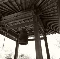 RICOH GR DIGITAL 2で撮影したインテリア・オブジェクト(鐘)の写真(画像)