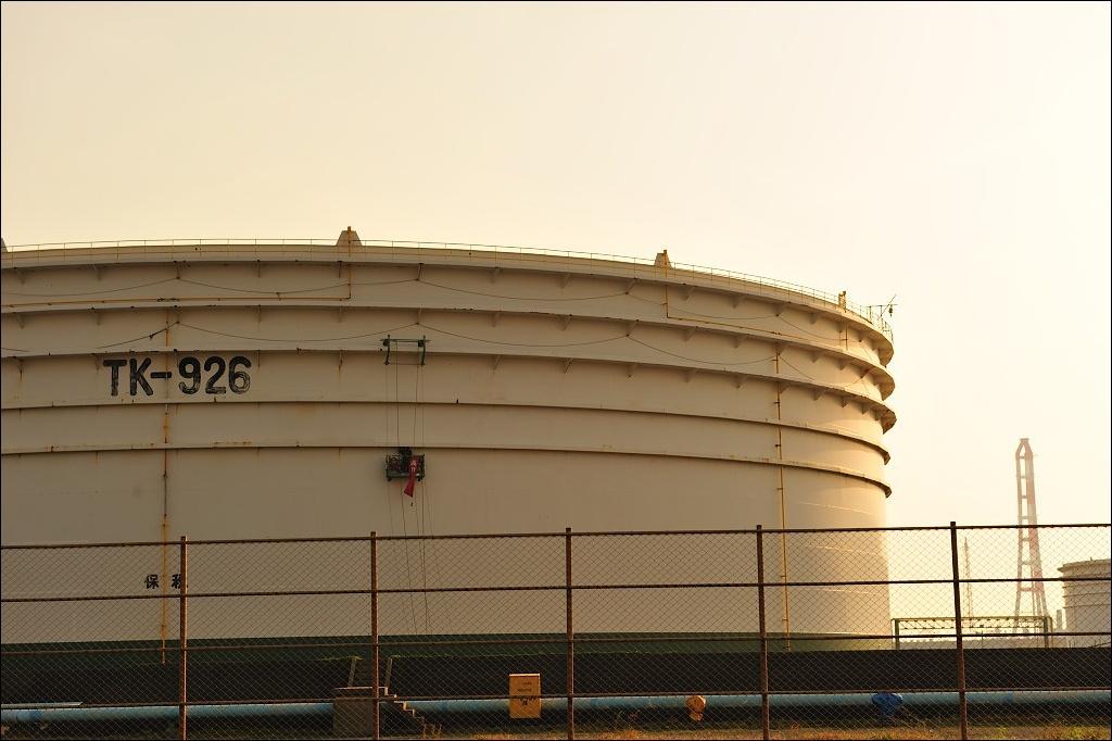oil stockpiling