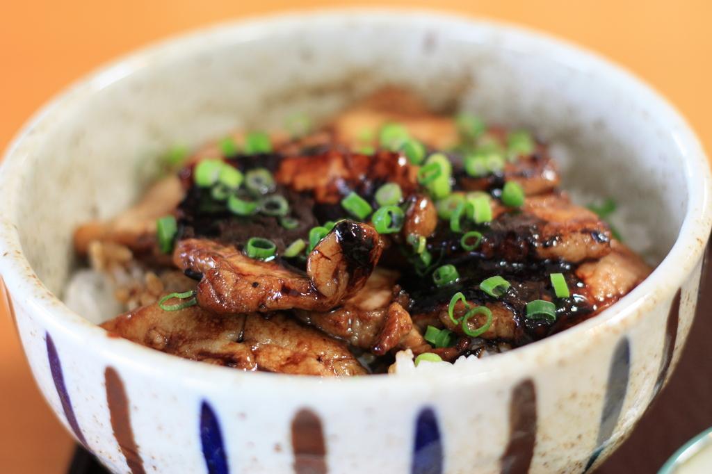 帯広ホエー豚丼