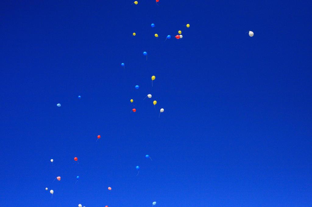 空に舞う風船