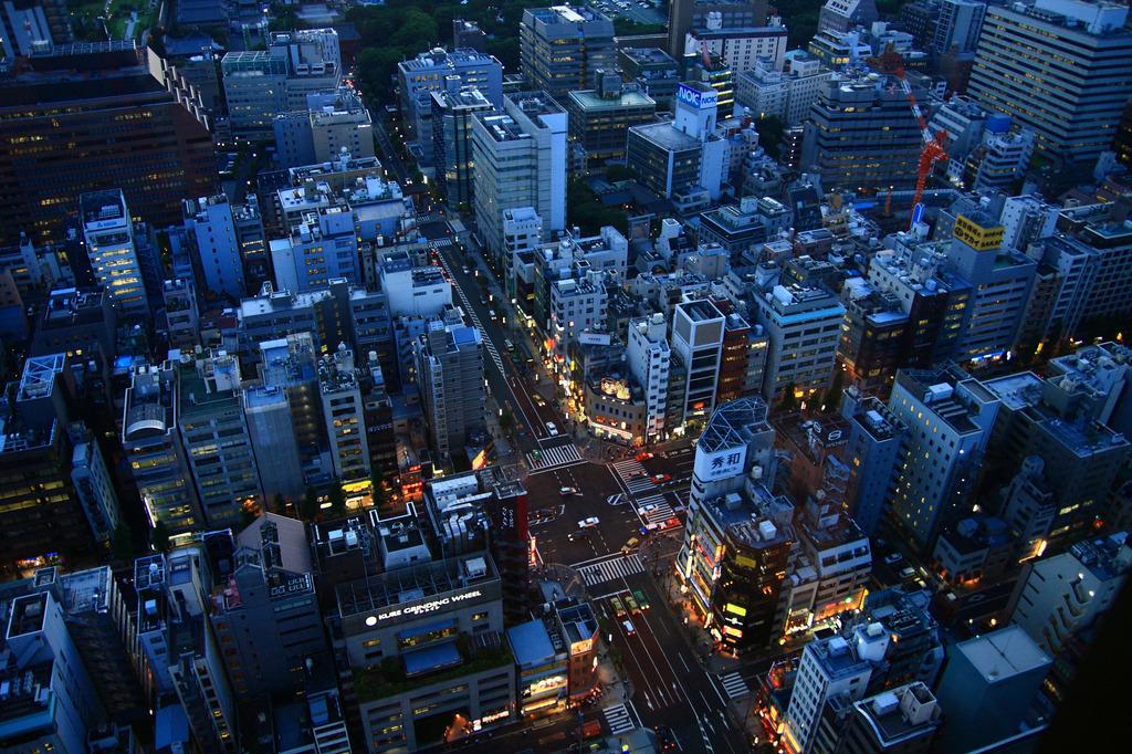 日没前 街の灯り
