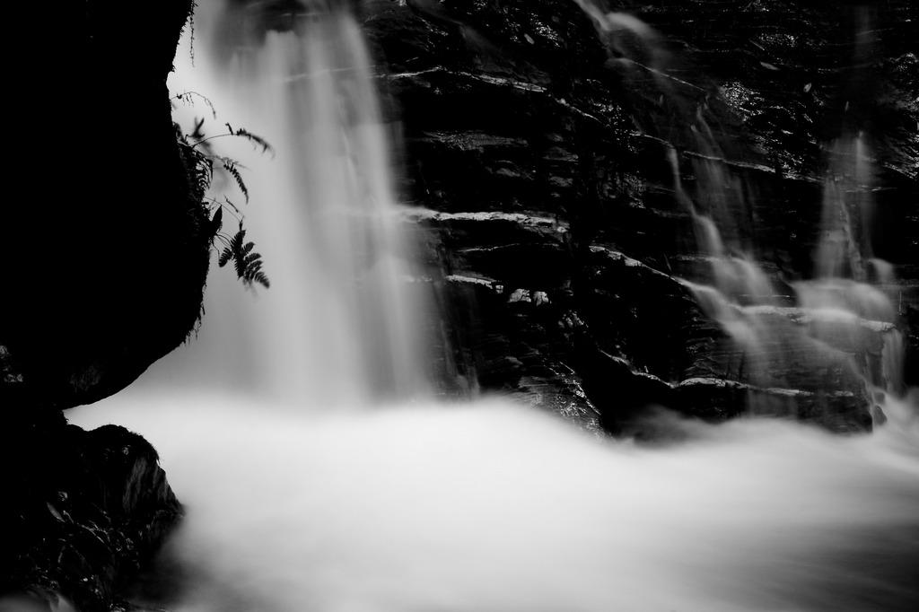 静かなる滝