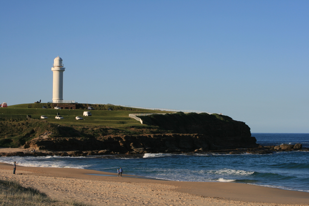 灯台とビーチ