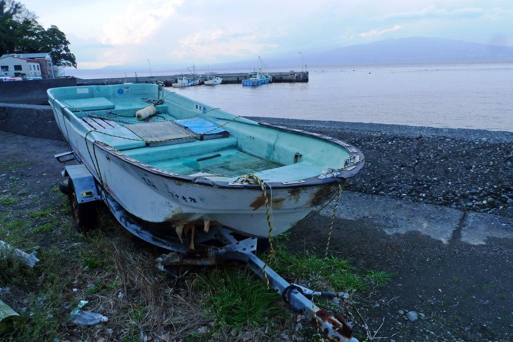 朽ちかけのボート