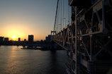 夕日につながる橋