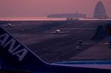 夜明け前の羽田空港