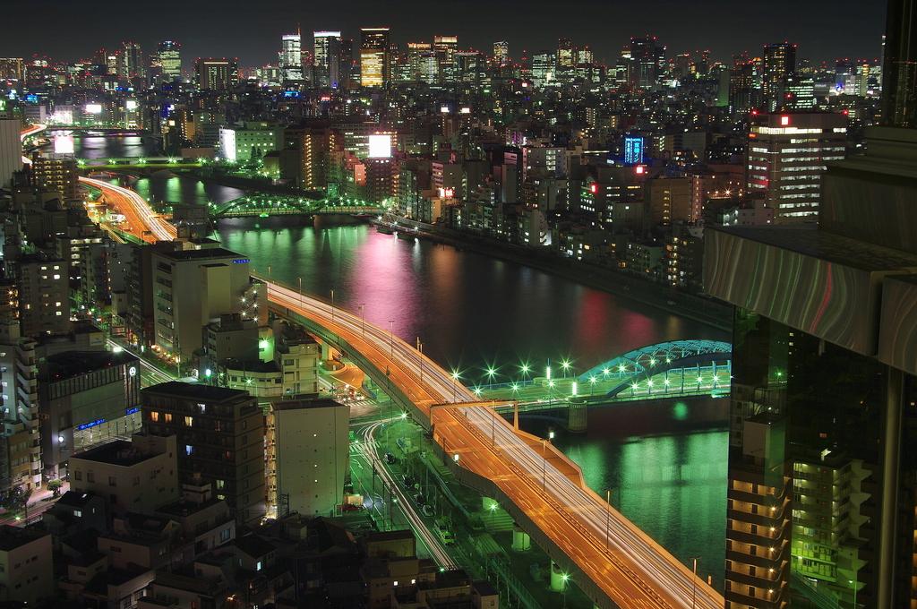 夜の隅田川