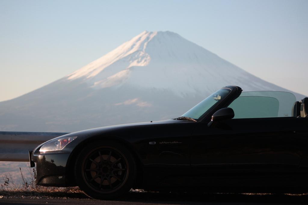 黒Sと白富士