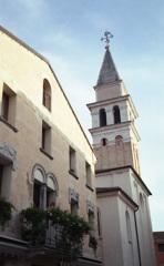 教会が見守る町