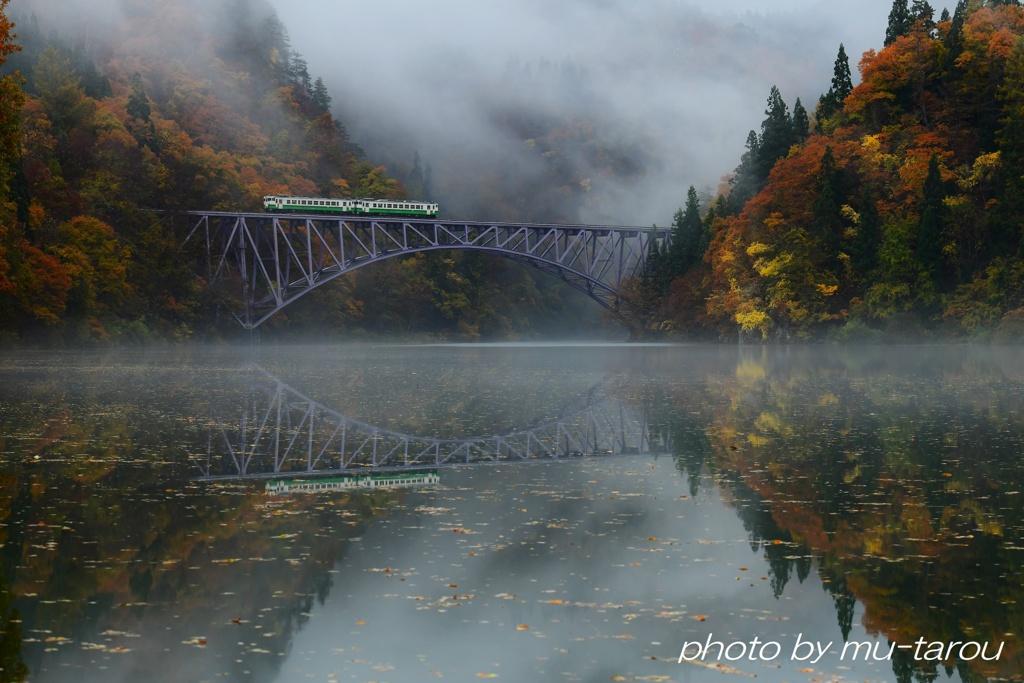 秋靄の足音