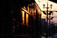 夕暮れの市電