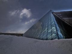ガラスのピラミッド(HDR)