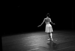 ダンサーの背中