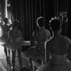 舞台裏のダンサーたち