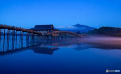 津軽富士見湖の朝
