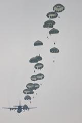 第1空挺団落下傘降下