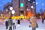 雪振る街角