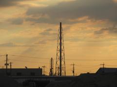 夕暮れと工場の煙突 ③