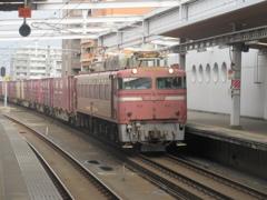 EF81-403貨物の通過
