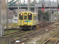 直方駅に到着する平成筑豊鉄道404号