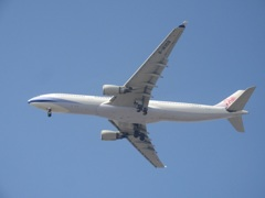 CHINA AIRLINES  A330-300  b-18309ランディング