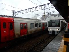 雨の日の駅ホーム ①