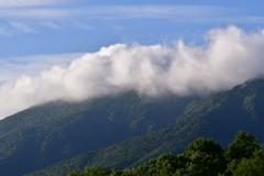 雲に隠れる岩手山山頂
