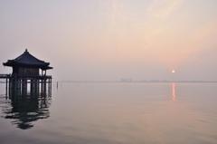 浮御堂 ~3月霞の朝、日の出~