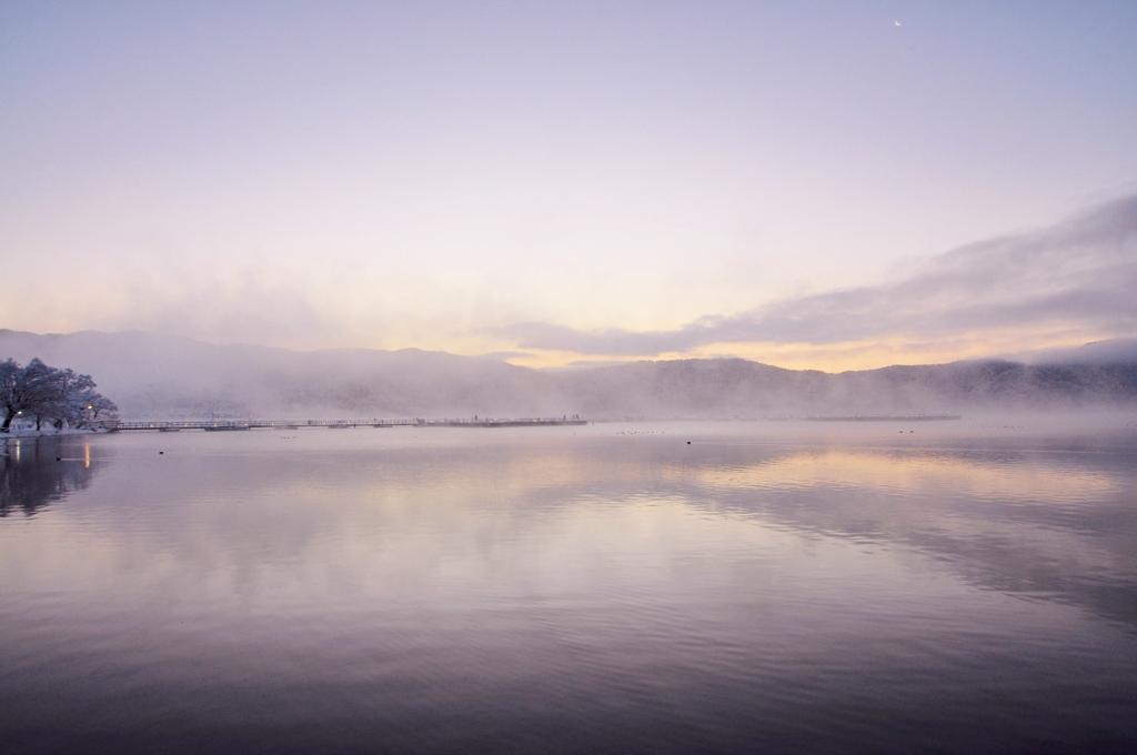 幻想の朝 余呉湖