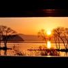 額の中の湖北夕景