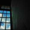 窓から青空が見える